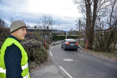 Politikontakt Pål Sørensen mener Kjellstadveien er tilrettelagt for bilister, ikke gående.