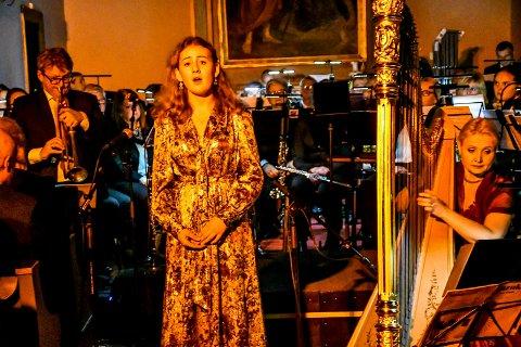 HÄNDEL: Operatalentet Karen Hafskjold (16) synger Eternal source of light devine, akkompagnert av Odd Nilsen og Sidsel Walstad fra Kringkastingsorkesteret.