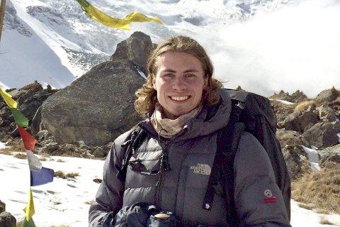 Sov da skjelvet kom: Her er Marcus ved basecampen på Annapurna, stedet han sov da under jordskjelvet. Fjellets topp er på 8091 m. Alle bilder: Privat