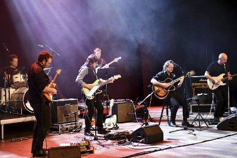 GROOVY: Det ble en elektrisk ladet stemning når Lier Gitarkvartett fikk «foten» på Lier kulturscene torsdag.
