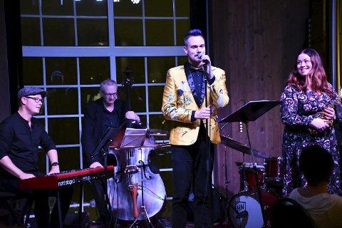 JAZZ I FJØSET: Tore Petterson og bandet skapte god stemning under fredagens konsert i Svensefjøset. FOTO: STEIN STYVE