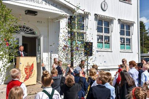 SØKER REKTOR: Lier kommune søker etter ny rektor på Oddevall skole. Bildet er tatt på fjorårets 17. mai-feiring på skolen.