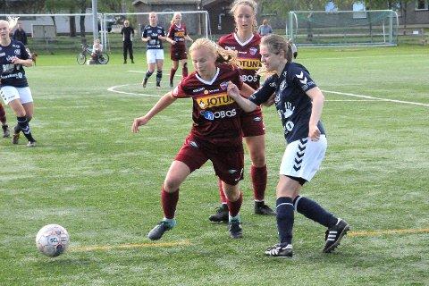 Straffet hardt: Lier-jentene leverte mye bra spill, men ble staffet hardt mot Sandefjord. Lier-spiller Ane Bjerke Storsveen kjempet godt mot Sandefjord-forsvaret, men fikk ikke uttelling.