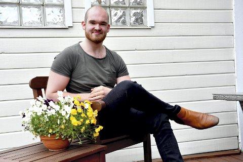 KLAR TIL DYST: Sondre Yggeseth (23) nyter noen rolige dager hjemme på Frydenlund før han tar fatt på forskningsarbeidet, som skal dreie seg om musikk i en digital tid. Foto: Stein styve