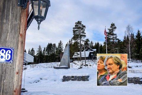Grunneier snur og lar bautaen på Haugstua stå inntil videre.