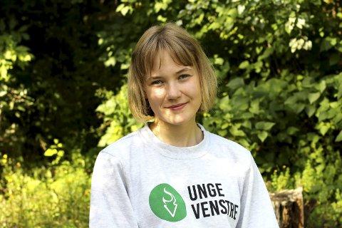 Ung og engasjert: Erika Melhus (16) fra Gullaug er akkurat ikke gammel nok til å stille til valg i år. Men meningene sine, de får hun fram, blant annet med leserbrev i Lierposten om hvordan det er å være skeiv i Lier. Foto: Privat