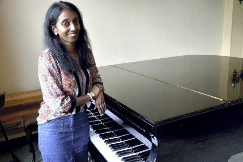 ETTERTANKE: Kantor Bina Karpisova innbyr til en rolig time med kvalitetsmusikk i Frogner kirke én onsdag i måneden.