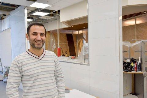 Alt blir nytt: Mustafa Sarkawt totalrenoverer lokalet som skal huse Veikroa når han er klar til å åpne. – Jeg gleder meg til gjestene kan komme og spise her, sier han.