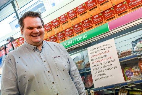 Snart nyoppusset: Leif-Egil Ausland Hanevold tar over som kjøpmann hos Rema 1000 i Lierbyen mens butikken er stengt for oppussing.