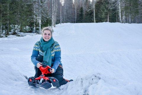 I farta: På Eiksetra er det full vinter, og driver Anne Nymoen Jensen lover nypreparerte løyper og akebakke.