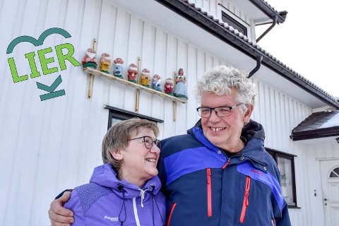 """I god stand: Kari og Svein Nordahl tok over """"foreldreretten"""" til Snehvit og de syv dvergene da de kjøpte huset i Lierbakkene av moren hans i 1999. – Vi tar dem ikke ned før de er utslitt, sier Svein."""