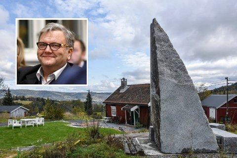 Ny søknad: Knut Olaf Kals må sende ny søknad om dispensasjon av bautaen utenfor Haugstua etter surr med kart.
