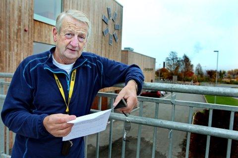 Oppfordrer til å ta en telefon: Leder i pensjonistforeningen, Per Vemork, oppfordrer til å holde kontakten på telefon når vi sitter alene.