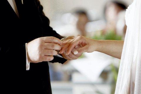 Ja fra kirken: Nå åpner kirken i Lier for både bryllup og dåp igjen - med restriksjoner.
