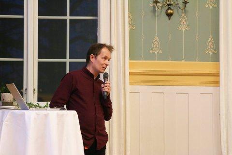 VIRKSOMHETSLEDER: Andre Braa Hotvedt leder avdelingen for bygg og geodata i Lier kommune. Bildet ble tatt i forbindelse med folkemøtet om Vestsideveien 100 i mars i fjor.