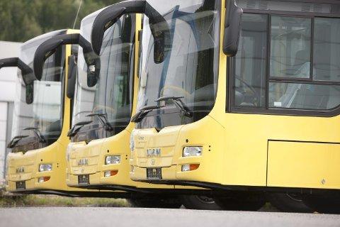 Står stille: Grunnet streiken står skolebussene også.