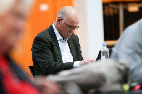 AVVENTER: Espen Lahnstein (Sp) er spent på svaret til kommunaldirektøren på påstand om lekkasjer fra lukkede møter.