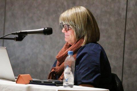 MOT UNDERSKUDD: Kommunedirektør Bente Gravdal legger fram en tertialrapport som viser et underskudd på seks millioner kroner.