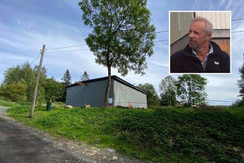 Fikk ja til slutt: Her har Gunnolf Lyngås fått dispensasjon til å bygge bolig.  Lagerbygningen som står på tomta i dag skal han beholde som verksted og oppbevaring for diverse landbruksmaskiner.