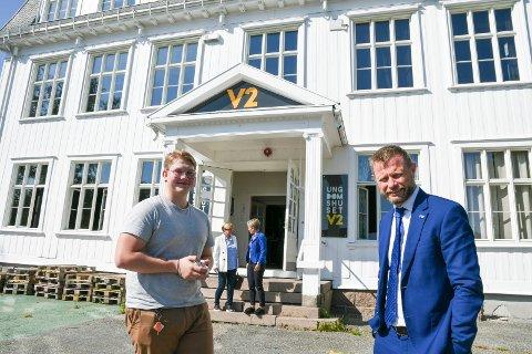 FIKK ROS: Marius Jarlhof i samtale med Bent Høie om ungdomshjelpen i Lier kommune - et tilbud helseministeren skrøt veldig av.