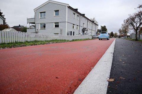 KJØRING TIL EIENDOMMER: Henrik Wergelands gate er gjort om til miljøgate, men det er fortsatt tillatt å kjøre til eiendommene.