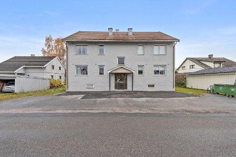 TIL SALGS: Denne bygården er til salgs med en prisantydning på 19,5 millioner kroner.