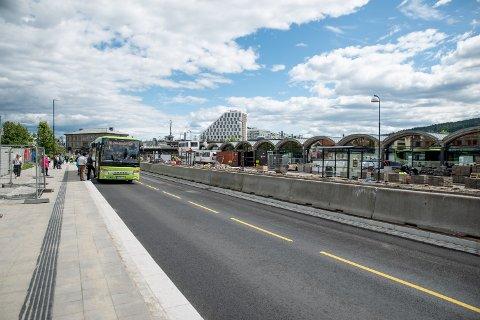 GATETERMINAL: Mange har lurt på hvordan trafikken skal flyte når denne står ferdig. Bildet ble tatt i sommer.