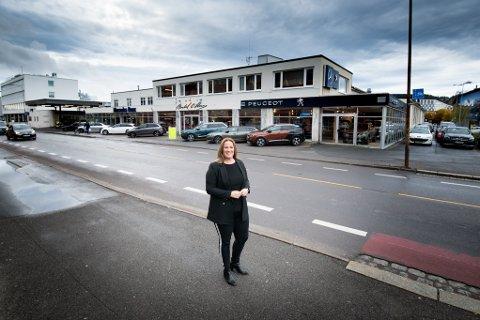 Flytter ut: Daglig leder Kristin Monsen i Bertel O. Steen i Lillestrøm har startet på flyttesjauet. 31. desember er det slutt på 30 års bilhistorie på denne eiendommen.