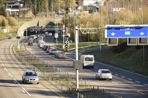 Håper å unngå dette: Politiet ber folk kjøre kollektivt om de skal til Lillestrøm og Strømmen på lørdag.