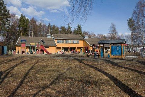 GAMLE VOLLA: Slik så Volla barnehage ut før barna ble flyttet til paviljonger i forbindelse med bygging av ny barnehage. Nå er prosjektet forsinket med et halvt år før det har startet.