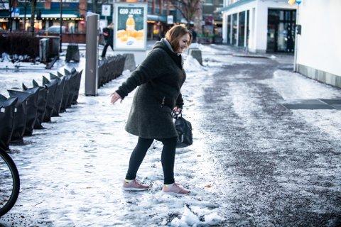 BAMBI: Sylvi Jensen måtte på butikken onsdag formiddag, men følte seg helt som Bambi på isen der hun gikk.