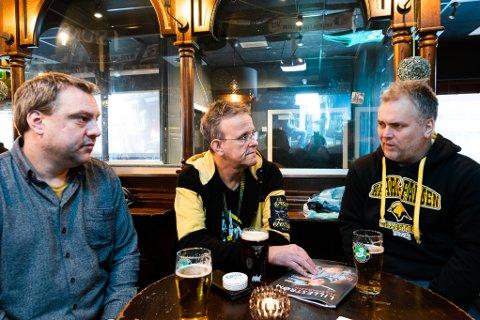 ROER NERVENE: Lars-Erik Hanshaugen (f.v.), Egil Andresen og Arild Myklebust møttes på Martins for å roe nervene før siste kvalikkamp på Åråsen i kveld.