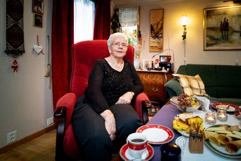 BLIR DYRERE: Lill Rydgren (81) reagerer på at avgiftene blir enda dyrere. Hun er minstepensjonist og har ikke mye til overs når regningene er betalt.