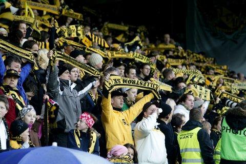 UT PÅ TUR: Kanari-Fansen håper på 500 LSK-supportere i Kristiansand på lørdag, og ber om sponsorstøtte. Foto: Bjørn Sigurdsøn / SCANPIX