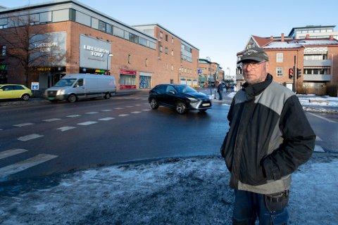 Ønsker endring: Ole-Jørgen Kjustad vil fjerne lysreguleringen i Solheimskrysset i Lillestrøm og erstatte det med rundkjøring.
