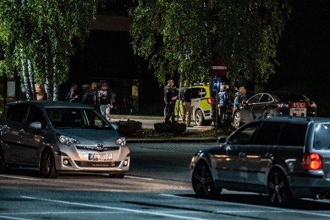 UNGDOMSBRÅK: Politiet orienterte politikken om ungdomsmiljø og ungdomskriminalitet under formannskapsmøte i Lillestrøm kommune onsdag. Bildet er fra den hendelse der ungdommer kastet stein på forbipasserende biler på Skjetten.