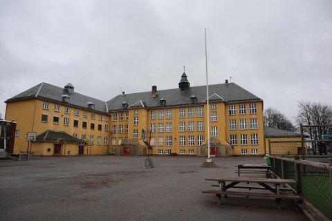 SMITTE: Til sammen fire ansatte og en elev har testet positivt for koronaviruset ved Volla skole.