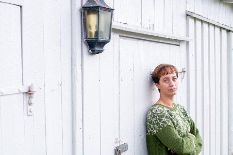 ALDRI FLERE ENN TI: Kommuneoverlege Bettina Fossberg sier det ikke er lov å samles flere enn ti stykker innendørs i private hjem, hager eller hytter – uavhengig av kohorter. Utendørs kan man være inntil 20 personer.