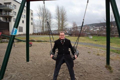 TOK OPP SAKEN: Boye Bjerkholt i Lillestrøm Venstre tok opp saken om underlag på lekeplasser i kommunen, og fikk gjennomslag.