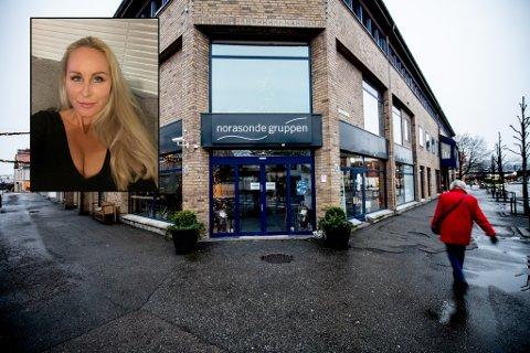 REAGERER: Nikki Palmstrøm reagerer på manglende smitteverntiltak hos Norasondes kafe.