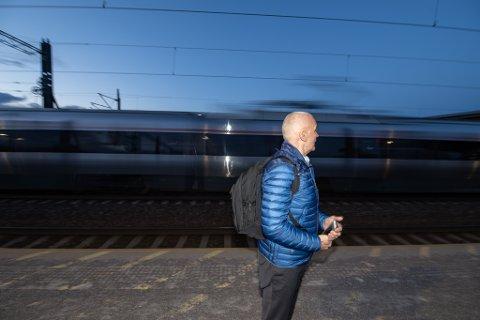 Blir hørt: Etter at sikkerhetsekspert Sigurd Heier advarte om sikkerheten rundt Flytogets passering gjennom Lillestrøm stasjon, gjør BaneNor nye vurderinger av mulige sikkerhetstiltak.