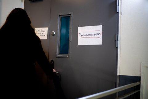 STENGTE DØRER: Kvinnen som opplever at hun og familien ikke får hjelp til mekling sier de ikke har fått noe beskjed om når familievernkontoret i Lillestrøm vil åpne igjen.