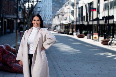 VIL HJELPE: Celine Savic ønsker å hjelpe med matinnkjøp og andre gjøremål.