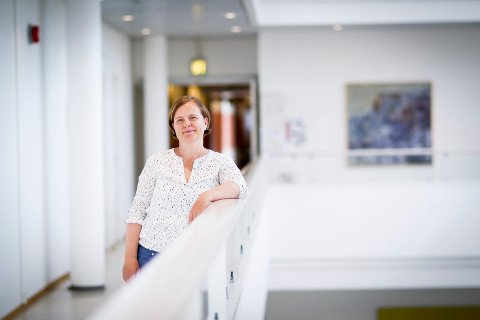 OPPFORDRER: Maria Hoff Aanes oppfordrer til å støtte det lokale næringslivet. – Bestill take away, handle på nett, og hvis du bruker tjenester på nett, oppfordrer jeg til å vippse penger, sier hun.