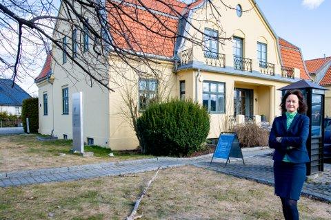 FORTSATT BRA: Kristin Pettersen i Privatmegleren sier de har solgt like mange boliger som normalt de siste dagene, og at flere har gått over prisantydning.