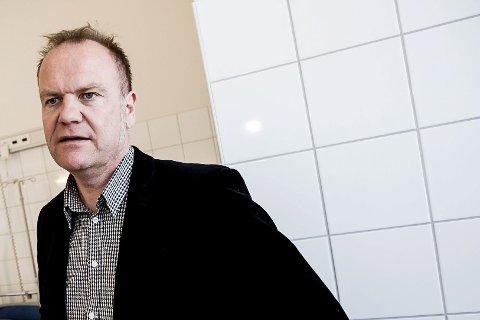 DIREKTØR: Arild Hammerhaug er direktør for oppvekst i Lillestrøm kommune. Han forteller at skolene har samtaletilbud for elever som trenger noen å prate med.
