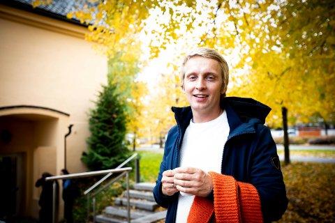 Eivind Johnson Meltvik, leder for Kirkens Bymisjon i Lillestrøm, forteller at de har måttet stenge sine ordinære tilbud. De organiserer nå matlevering, er ute i byen og prater med folk, og holder kontakt over telefon.