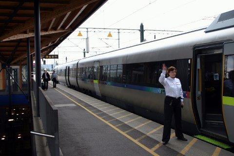 Annethvert stopper: Varaordfører Thor Christian Grosås i Lillestrøm kommune ønsker svar på hvorfor ikke alle flytogene kan stoppe på Lillestrøm stasjon for å øke sikkerheten.