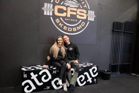 POSITIVE: Til tross for tøffe tider i treningsbransjen er Camilla Aastorp Andersen og ektemannen Jørgen Aastorp Andersen ved godt mot. De tilbyr onlinetrening og låner bort treningsutstyr til medlemmer.