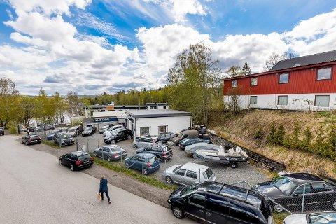 SELGES: Denne eiendommen i Sagdalen ligger ute for salg. Eieren ønsker å avvikle verkstedet.